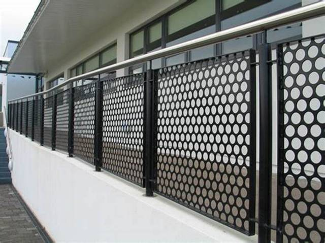 Round Hole Perforated Metal Fence